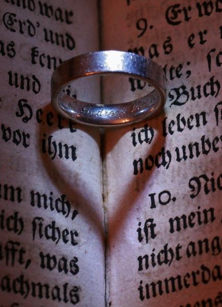 wedding-ring-265483_1920
