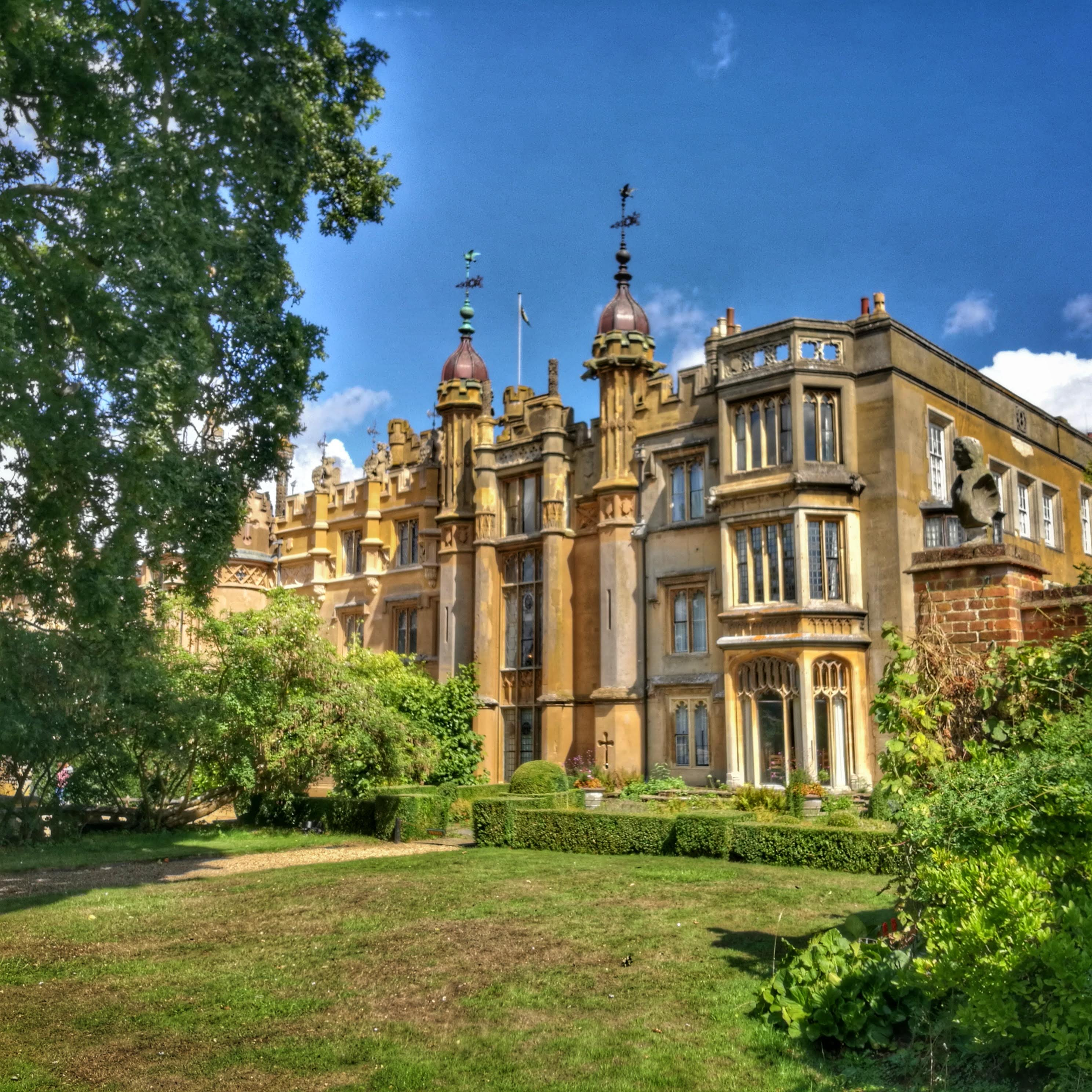 Knebworth: pałac, ogrody i szlak dinozaurów | Pałac