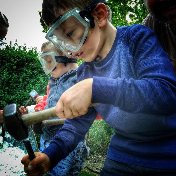 Knebworth: pałac, ogrody i szlak dinozaurów | Stacja paleontologiczna